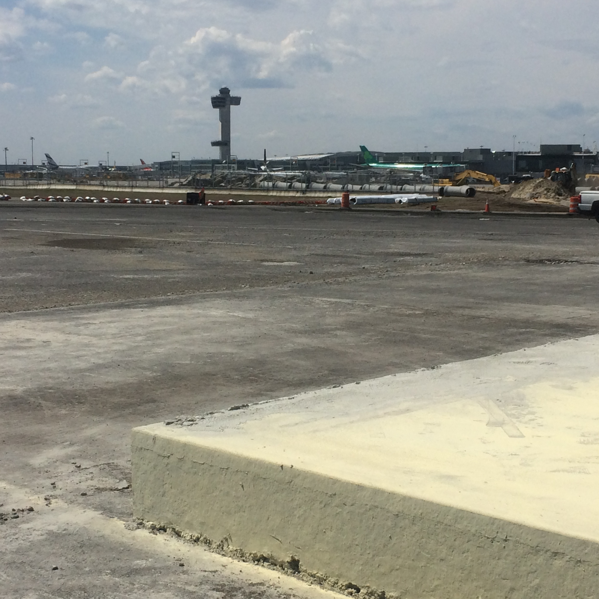 CONCRETE TRUMPS ASPHALT FOR KENNEDY AIRPORT'S RUNWAY 4 LEFT – 22 RIGHT |