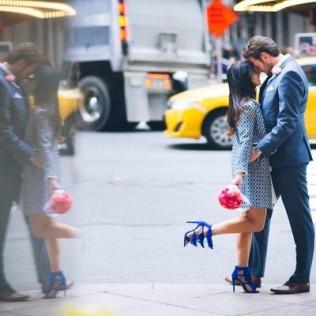 kissing in street