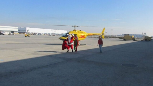 santa-with-dhl-helicopter